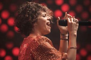 Alessandra Amoroso: i ricordi del Natale nella sua infanzia e le parole di ringraziamento ai fans!