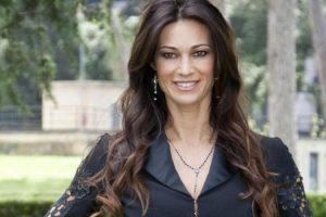 È tornata sotto i riflettori la bella Manuela Arcuri, che sta vivendo un periodo d'oro!