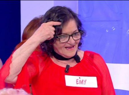 Uomini e donne – Maria De Filippi infuriata contro Emy del trono over, abbandona lo studio! Ecco cos'è successo!