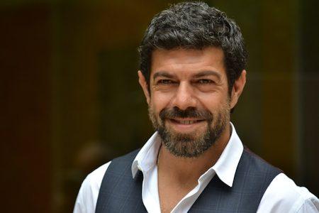 Pierfrancesco Favino racconta di aver avuto esperienze omosessuali!